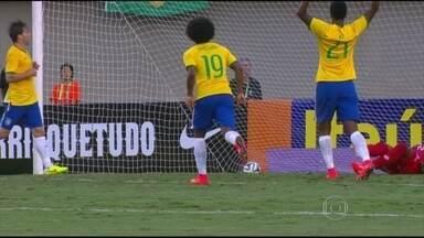 Brasil goleia o Panamá no penúltimo amistoso antes da Copa do Mundo - No Serra Dourada, em Goiânia, o Brasil venceu o Panamá por 4 a 0. Os gols foram marcados por Neymar, Daniel Alves, Hulk e William.