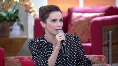 Débora Falabella fala sobre o início do namoro com Murilo Benício - O casal se aproximou durante as gravações da novela Avenida Brasil