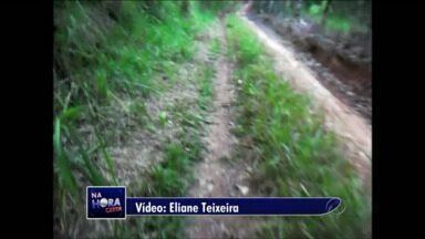 Moradora reclama das estradas rurais de Imbau - Em Guamiranga houve destruição de rocha.