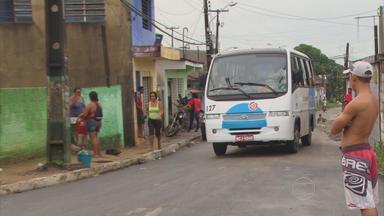 Moradores ficaram satisfeitos com o transporte complementar do Alto do Refúgio - Atrasos e poucos micro-ônibus são problemas do passado. O Calendário do NETV dá o carimbo de resolvido.