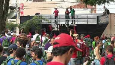Começou hoje e vai até sábado a Jornada da Agroecologia em Maringá - Essa tarde integrantes de vários movimentos sociais fizeram uma manifestação no centro da cidade