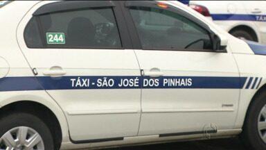 Prefeitura proíbe uso de aplicativo para chamar taxi - Em Curitiba uso do aplicativo é liberado