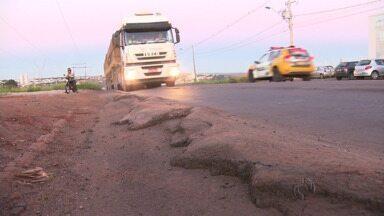 Quem passa pelo Contorno Sul em Maringá reclama das condições da rodovia - Asfalto irregular, falta de sinalização e alta velocidade são algumas das reclamações