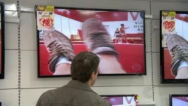 Copa do Mundo impulsiona venda de televisores em Juiz de Fora - Uma loja da cidade registrou aumento de 40% das vendas.