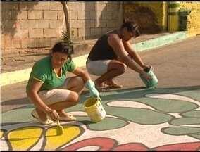 Moradores de bairro em Ipatinga se unem para enfeitar a rua para a Copa do Mundo - Verde e amarelo tomou conta dos enfeites.