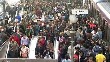 Greve do metrô prejudica quatro milhões de pessoas em São Paulo - Metroviários decidiram manter a paralisação. Justiça pode julgar na sexta-feira (6) mesmo a ação movida pelo governo do estado pra que a paralisação seja considerada ilegal.