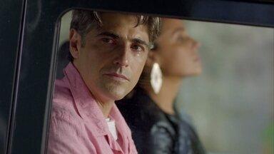"""""""Eu embarquei demais nessa cena"""", diz Reynaldo Gianecchini - Cadu, o personagem de Reynaldo Gianecchini na novela """"Em Família"""", tem um novo coração. Nesta semana, Cadu foi conhecer a família do doador."""