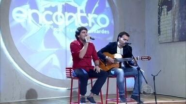 Dupla Marco e Mario canta e diz que novela é 'sonho' - Cantores emplacaram hit na trilha sonora de 'Em Família'