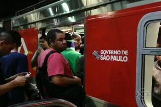 Usuários de Metrô lotam trens da CPTM e ônibus para tentar chegar ao trabalho - O produtor Gianvitor Dias registrou o aperto das pessoas que embarcaram na Estação Guaianases da linha 11-Coral da CPTM. Os ônibus da Zona Norte também ficaram lotados em função da greve dos metroviários.