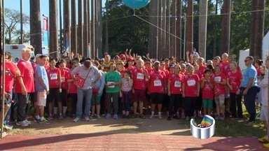 Atletas participam do Circuito da Longevidade em São José dos Campos, SP - Cerca de 4 mil corredores participaram da prova.