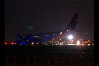 Aeroporto internacional de Belém opera apenas com pista auxiliar nesta segunda (9) - Pista principal foi interditada depois que avião da TAP saiu da pista, quando taxiava na área, antes da decolagem.
