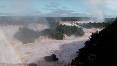 Cataratas do Iguaçu tem maior vazão em 30 anos - Passarelas foram interditadas e passeios suspensos