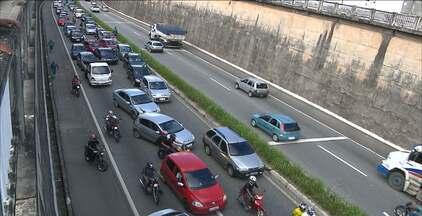 Segunda-feira começa com acidentes, morte e engarrafamento no trânsito da grande JP - Em um dos acidentes, em Santa Rita, uma pessoa morreu e duas ficaram feridas. As três vítimas vinha em uma só motocicleta.
