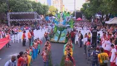 Festa de Pentecostes reúne 100 mil pessoas no Centro de Manaus - Em 2013, 80 mil fiéis participaram do evento, o maior do calendário cristão. Festa deste ano destacou a temática 'Fraternidade e tráfico humano'.