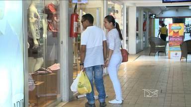 Comércio espera vendas menores este ano no Maranhão - Os namorados estão de mãos mais fechadas. Uma pesquisa realizada pela Federação do Comércio (Fecomércio) revela que este ano as vendas para o dia dos namorados devem sofrer uma queda em relação ao ano passado.