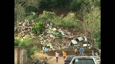 Homem morre soterrado em Sulina - As chuvas também deixaram a BR 158 funcionando em meia pista em vários pontos.