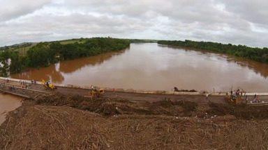 Ponte no caminho entre Cianorte e Maringá ainda não está liberada - Liberação depende de vistoria. Estrutura pode ter sido afetada pela enchente.