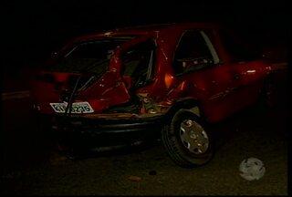 Acidente deixa trânsito, em Petrolina, deixa três feridos - O acidente aconteceu no Distrito Industrial, na noite da segunda-feira (9).