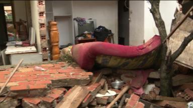 Moradores da CIC contam com a ajuda de doações para recuperar o que perderam com a chuva - Veja histórias de quem perdeu a maior parte do que tinha em casa com a chuva e agora conta com a solidariedade para reconstruir a vida.