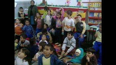 Televisando o Futuro: crianças de Campo Mourão aprendem libras na escola - Alunos de escolas que participam do projeto já podem começar os trabalhos