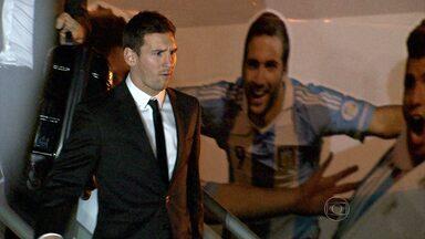 Seleção da Argentina chega em BH recebida por grande torcida - País rival do Brasil dentro do campo chegou nesta segunda-feira à capital mineira.