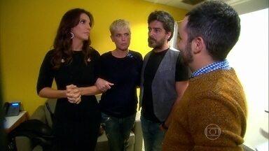 Xuxa, Junno, Ivete e Mateus Solano conversam com Vídeo Show nos bastidores do Altas Horas - Didi Effe invadiu o programa e chegou a fazer 'selfie' com Xuxa
