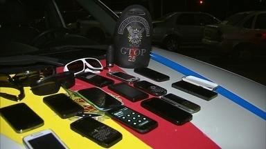 Assaltantes fazem arrastão em dois restaurantes no Sudoeste - No Sudoeste, teve arrastão. Assaltantes invadiram dois restaurantes no começo da madrugada desta terça-feira (10).