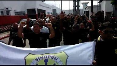 Em greve, agentes penitenciários de Sergipe protestam com passeata - Categoria reivindica condições de trabalho e melhoria salarial e permanece em greve