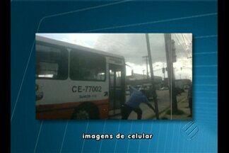 Motorista de ônibus atropela idoso em parada de ônibus - Sindicatos de trabalhadores rodoviários e de empresas de transportes repudiaram ação de condutor, que foi identificado e suspenso.