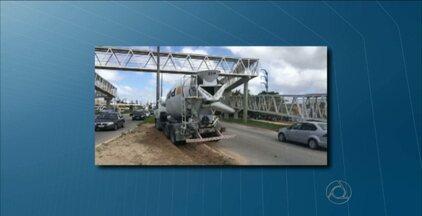 JPB2JP: Acidente com caminhão na BR 230 - Veículo subiu no canteiro.