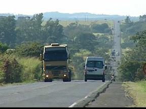 Abertas inscrições em Uberaba para formação de condutores de veículos de carga - Formação é oferecida pelo Sest Senat. Pré-requisitos são idade entre 21 e 45 anos, renda familiar de até três salários mínimos e habilitação nas categorias B ou C.