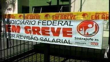 Servidores da Justiça do Trabalho seguem em greve em Rio Grande, RS - Funcionários pedem aumento salarial.