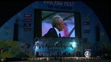 Telão do Fifa Fan Fest testado na praia de Copacabana - Durante a Copa, todos os jogos serão projetados num imenso telão de led de 150 metros quadrados. O Fifa Fan Fest fica na altura da avenida Princesa Isabel.