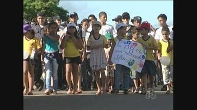 Estudantes de Ariquemes vão às ruas em protesto contra drogas e violência - Os índices no município preocupam as autoridades.