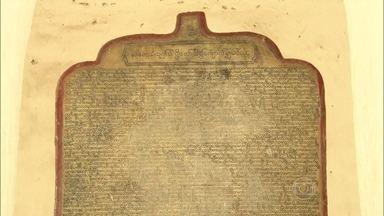 Maior livro de pedra do mundo tem vida e preceitos de Buda gravados - O livro se chama Tipitaka e é tão extenso que tem inscrições nos dois lados do mármore. Ele foi dividido em três partes.