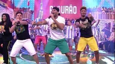 Calourão! Com a música do Patinho, Argentinos competem dançando - Em cena engraçada, os Hermanos se jogam em busca do prêmio do Esquenta!