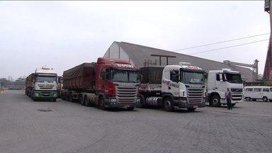 Portos de Paranaguá e Santos registram movimento normal, mesmo com produção maior - No caso de Santos, deixar para trás uma história de congestionamentos é novidade.