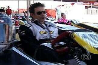 Artistas participam de corrida de kart, em Itumbiara - Caio Castro e Marcos Pasquim foram alguns dos atores que disputaram a corrida.