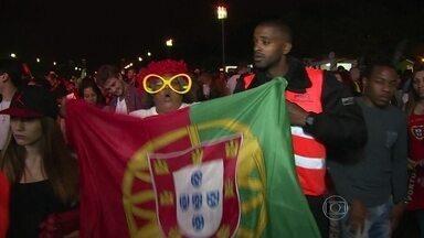 Apesar do empate, portugueses ainda confiam na classificação - Em uma praça em Lisboa, a torcida acreditou no começo, mas com a virada dos Estados Unidos, os portugueses ficaram pessimistas. Com o empate, os torcedores continuam a acreditar na remota possibilidade de classificação.
