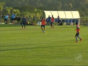 Honduras se prepara para última rodada da primeira fase - A seleção de Honduras treinou forte no domingo (22) de olho na última rodada da primeira fase. Depois da atividade, os jogadores receberam uma visita especial.