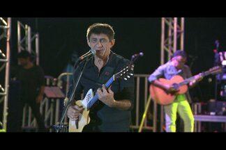 Fagner animou o Parque do Povo, em Campina Grande - Show era um dos mais esperados desta temporada e foi transmitido pelo programa São João do Nordeste.