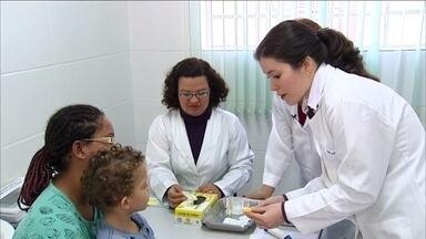 Exames são fundamentais para diagnosticar estado nutricional das crianças - Pesquisa revela mais que 30% das crianças estão com anemia em Itupeva, interior de São Paulo. O estudo foi realizado por pesquisadores da Escola de Enfermagem da Usp, a maioria estava obesa e, que 50% das mães não tinha a percepção do problema.