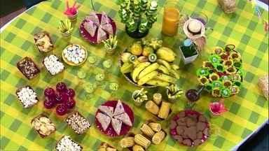 Veja algumas dicas de alimentação equilibrada para os dias de Copa - Uma das estratégias é comer pequenas porções servidas em um prato separado. Pegar direto da embalagem faz você perder o controle da quantidade.
