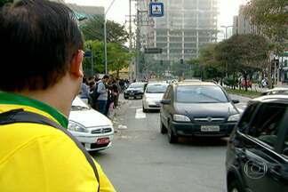 São Paulo tem esquema especial para jogos da Copa - A CET interditou ruas em vários pontos da capital nesta segunda-feira (23). A Holanda joga contra o Chile na Arena Corinthians, em Itaquera, na Zona Leste da capital. E o Brasil enfrenta a Seleção de Camarões em Brasília, às 17hs.