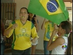 Torcida animada frita camarões e provoca adversário do Brasil - Festa está garantida em Presidente Prudente e em Dracena.
