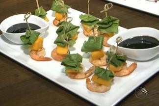 Veja uma receita em homenagem à seleção de Camarões - Na receita baiana o camarão vai para o espeto; aprenda.