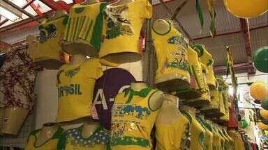 Torcedores cearenses estão com vibrações positivas para o jogo do Brasil - E ainda dá tempo de comprar a blusa verde e amarela.