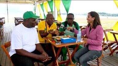 Quiosque de Vitória, no ES, vira ponto de encontro de torcedores camaroneses - Seleção de Camarões ficou hospedada na capital capixaba e atraiu muitos camaroneses.