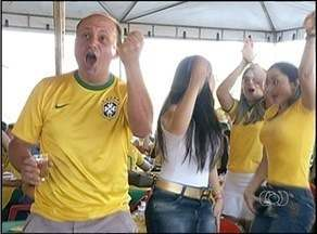 Torcida de Araguaína vibra com vitória do Brasil na Copa do Mundo - Torcida de Araguaína vibra com vitória do Brasil na Copa do Mundo