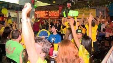 Torcedores acompanham Seleção em jogo contra Camarões, no ES - Equipe de Camarões enfrentou a seleção brasileira nesta segunda-feira (23), e perdeu por 4x1.